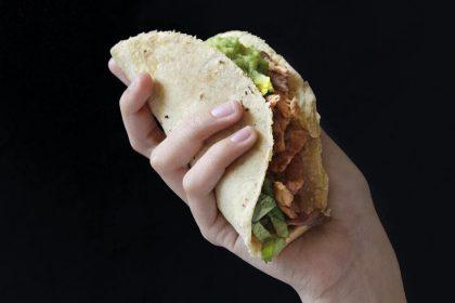 Чоловік замовив на першому побаченні 100 порцій страви і змусив жінку заплатити