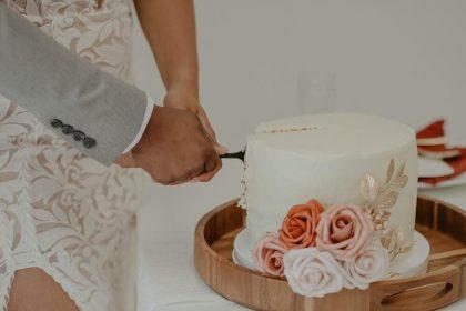 Наречений і наречена виставили рахунок гостю весілля за «зайвий» шматок торта